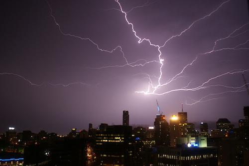The Full Guide on Capturing Lightning on Camera - Blog Lorelei Web Design